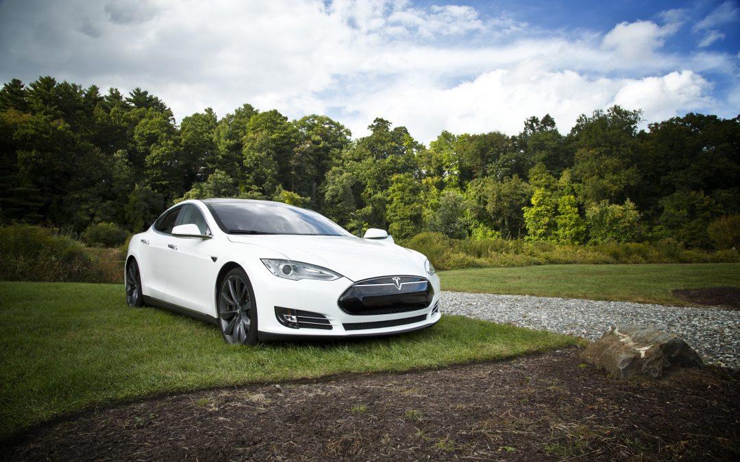 Elképesztő élmény egy Tesla Model S vezetése
